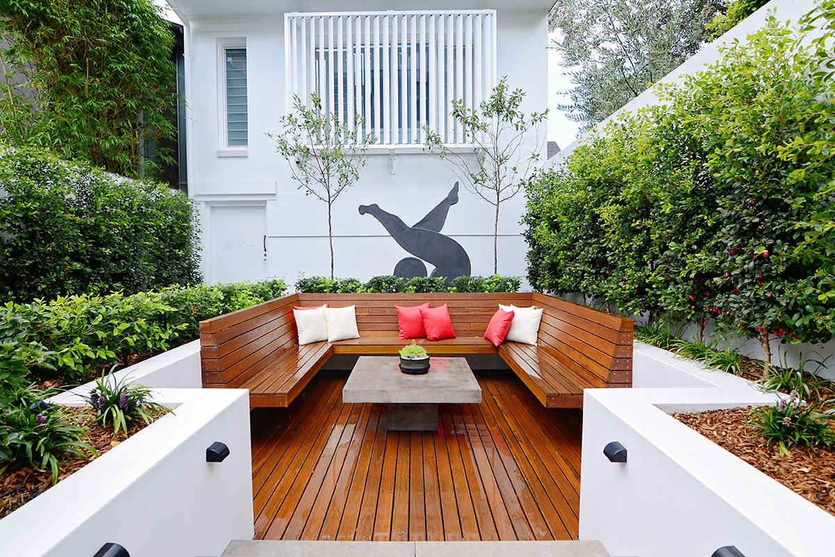 Courtyard landscape design sunken seating with sculpture
