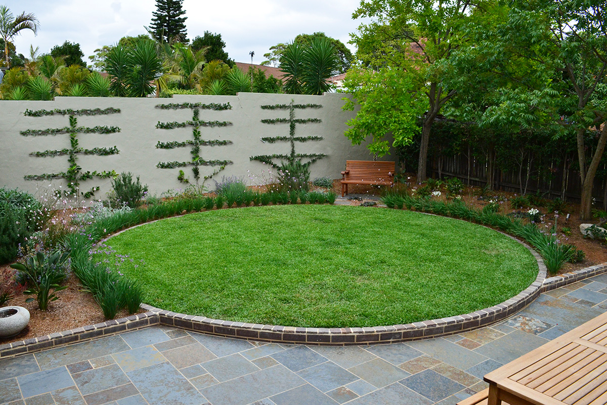 Backyard landscape design circle grass patch